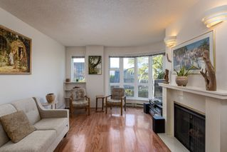 "Photo 5: 205 2428 W 1ST Avenue in Vancouver: Kitsilano Condo for sale in ""NOBLE HOUSE"" (Vancouver West)  : MLS®# R2450860"