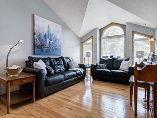 Photo 3: 99 Woodbrook Road SW in Calgary: Woodbine Detached for sale : MLS®# C4300567
