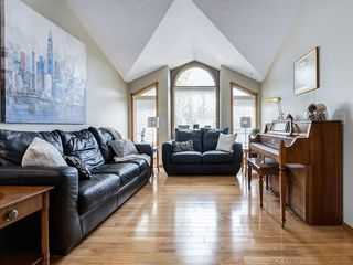 Photo 4: 99 Woodbrook Road SW in Calgary: Woodbine Detached for sale : MLS®# C4300567