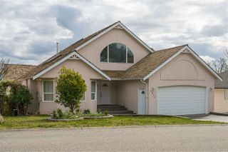 Main Photo: 8600 SUNRISE Drive in Chilliwack: Chilliwack Mountain House for sale : MLS®# R2503927