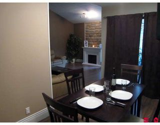 """Photo 3: 6099 E GREENSIDE Drive in Surrey: Cloverdale BC Townhouse for sale in """"Greenside Estates"""" (Cloverdale)  : MLS®# F2903900"""
