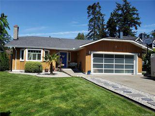 Main Photo: 712 Miller Ave in Saanich: SW Royal Oak Single Family Detached for sale (Saanich West)  : MLS®# 840109