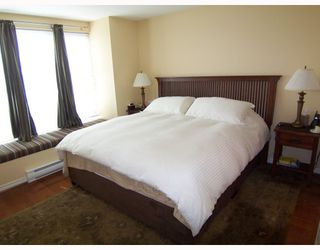"""Photo 6: 6717 VILLAGE Grove in Burnaby: Highgate Townhouse for sale in """"THE MONTEREY"""" (Burnaby South)  : MLS®# V787313"""