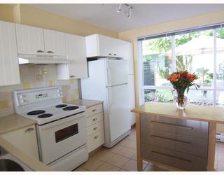 "Photo 3: 6717 VILLAGE Grove in Burnaby: Highgate Townhouse for sale in ""THE MONTEREY"" (Burnaby South)  : MLS®# V787313"