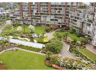"Photo 4: 910 1450 PENNYFARTHING Drive in Vancouver: False Creek Condo for sale in ""HARBOUR COVE"" (Vancouver West)  : MLS®# V831435"