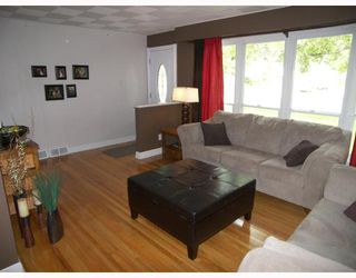 Photo 3: 244 WEXFORD Street in WINNIPEG: Charleswood Residential for sale (South Winnipeg)  : MLS®# 2817263