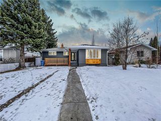 Photo 1: 34 Southampton Drive SW in Calgary: Southwood Detached for sale : MLS®# C4293284