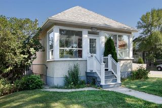 Photo 1: 236 12 Avenue NE in Calgary: Crescent Heights Detached for sale : MLS®# A1027203