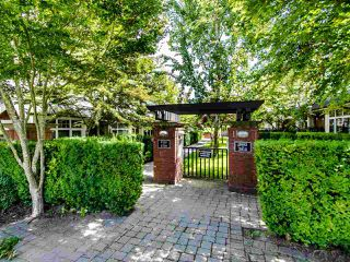 """Photo 4: 3762 WELWYN Street in Vancouver: Victoria VE Townhouse for sale in """"STORIES"""" (Vancouver East)  : MLS®# R2476190"""
