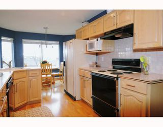 Photo 4: 429 BROMLEY Street in Coquitlam: Coquitlam East Townhouse for sale : MLS®# V802990