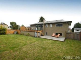 Photo 13: 4042 Hessington Place in VICTORIA: SE Arbutus Single Family Detached for sale (Saanich East)  : MLS®# 532222
