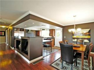 Photo 8: 4042 Hessington Place in VICTORIA: SE Arbutus Single Family Detached for sale (Saanich East)  : MLS®# 532222