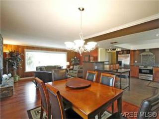 Photo 3: 4042 Hessington Place in VICTORIA: SE Arbutus Single Family Detached for sale (Saanich East)  : MLS®# 532222