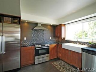 Photo 5: 4042 Hessington Place in VICTORIA: SE Arbutus Single Family Detached for sale (Saanich East)  : MLS®# 532222