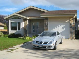 Photo 1: 71 MALMSBURY Avenue in WINNIPEG: St Vital Residential for sale (South East Winnipeg)  : MLS®# 1019316