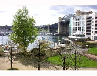 """Photo 2: 306 990 BEACH Avenue in Vancouver: False Creek North Condo for sale in """"1000 BEACH"""" (Vancouver West)  : MLS®# V746759"""