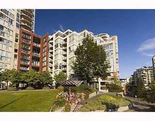 """Photo 1: 306 990 BEACH Avenue in Vancouver: False Creek North Condo for sale in """"1000 BEACH"""" (Vancouver West)  : MLS®# V746759"""