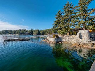 Photo 2: 5603 MINTIE Road in Halfmoon Bay: Halfmn Bay Secret Cv Redroofs House for sale (Sunshine Coast)  : MLS®# R2418354