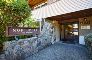 Photo 2: 304 1571 Mortimer St in Saanich: SE Mt Tolmie Condo Apartment for sale (Saanich East)  : MLS®# 845262