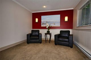 Photo 3: 304 1571 Mortimer St in Saanich: SE Mt Tolmie Condo Apartment for sale (Saanich East)  : MLS®# 845262
