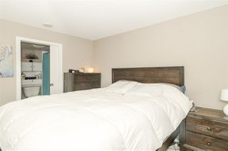 """Photo 12: 1201 9981 WHALLEY Boulevard in Surrey: Whalley Condo for sale in """"TWO PARK PLACE"""" (North Surrey)  : MLS®# R2482437"""