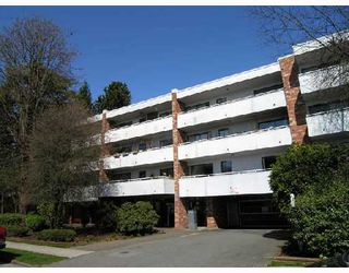 "Main Photo: 212 360 E 2ND Street in North_Vancouver: Lower Lonsdale Condo for sale in ""EMERALD MANOR"" (North Vancouver)  : MLS®# V785243"