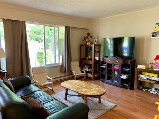 Photo 2: 6113 MORGAN Drive in Surrey: Cloverdale BC House 1/2 Duplex for sale (Cloverdale)  : MLS®# R2400124