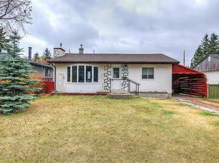 Main Photo: 8812 34 Avenue NW in Calgary: Bowness Detached for sale : MLS®# A1043774