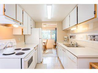 """Photo 5: 1805 LILAC Drive in Surrey: King George Corridor Townhouse for sale in """"ALDERWOOD"""" (South Surrey White Rock)  : MLS®# R2511865"""