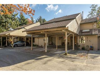 """Photo 1: 1805 LILAC Drive in Surrey: King George Corridor Townhouse for sale in """"ALDERWOOD"""" (South Surrey White Rock)  : MLS®# R2511865"""