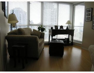 "Photo 3: 1907 1199 SEYMOUR Street in Vancouver: Downtown VW Condo for sale in ""BRAVA"" (Vancouver West)  : MLS®# V742072"