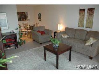 Photo 2: 307 2757 Quadra St in VICTORIA: Vi Hillside Condo Apartment for sale (Victoria)  : MLS®# 503752