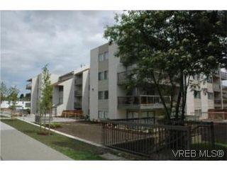 Photo 1: 307 2757 Quadra St in VICTORIA: Vi Hillside Condo Apartment for sale (Victoria)  : MLS®# 503752