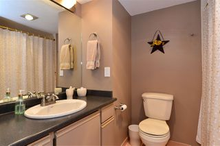 Photo 11: 202 15015 VICTORIA AVENUE: White Rock Condo for sale (South Surrey White Rock)  : MLS®# R2439513