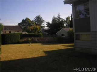 Photo 2: 1701 Carnegie Cres in VICTORIA: SE Lambrick Park Single Family Detached for sale (Saanich East)  : MLS®# 513030