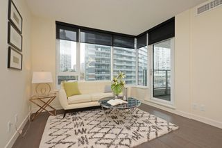 "Photo 2: 311 68 SMITHE Street in Vancouver: Downtown VW Condo for sale in ""One Pacific"" (Vancouver West)  : MLS®# R2466585"