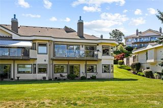 Photo 2: 45 4318 Emily Carr Dr in : SE Broadmead Row/Townhouse for sale (Saanich East)  : MLS®# 845456