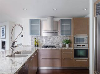 Photo 5: 2308 1111 ALBERNI STREET in Vancouver: West End VW Condo for sale (Vancouver West)  : MLS®# R2483194