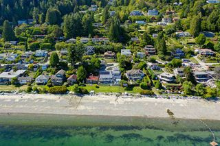 """Photo 7: 1109 POINT Road in Gibsons: Gibsons & Area House for sale in """"HOPKINS BEACH"""" (Sunshine Coast)  : MLS®# R2504996"""