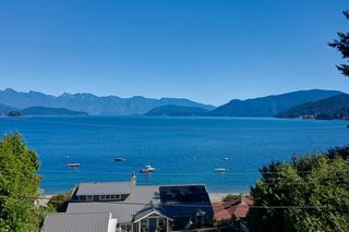"""Photo 1: 1109 POINT Road in Gibsons: Gibsons & Area House for sale in """"HOPKINS BEACH"""" (Sunshine Coast)  : MLS®# R2504996"""