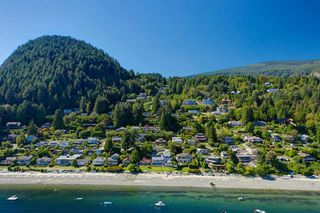 """Photo 6: 1109 POINT Road in Gibsons: Gibsons & Area House for sale in """"HOPKINS BEACH"""" (Sunshine Coast)  : MLS®# R2504996"""
