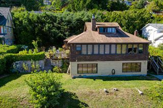 """Photo 4: 1109 POINT Road in Gibsons: Gibsons & Area House for sale in """"HOPKINS BEACH"""" (Sunshine Coast)  : MLS®# R2504996"""