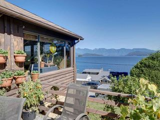 """Photo 12: 1109 POINT Road in Gibsons: Gibsons & Area House for sale in """"HOPKINS BEACH"""" (Sunshine Coast)  : MLS®# R2504996"""