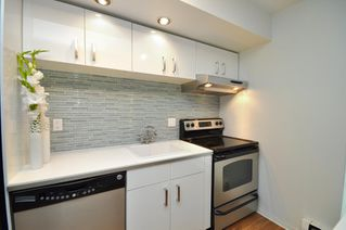 """Photo 4: # 33 870 W 7TH AV in Vancouver: Fairview VW Townhouse for sale in """"LAUREL COURT"""" (Vancouver West)  : MLS®# V786328"""