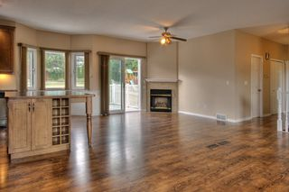 Photo 3: 2214 Lillooet Crescent in Kelowna: Other for sale : MLS®# 10016192