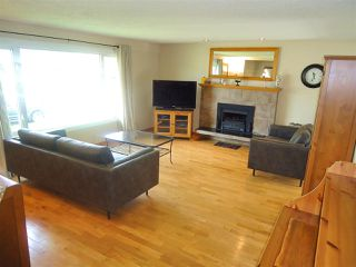 Photo 2: 586 OTTER Crescent in Prince George: Lakewood House for sale (PG City West (Zone 71))  : MLS®# R2398593