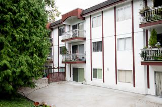 "Main Photo: 4 135 W 21ST Street in North Vancouver: Central Lonsdale Condo for sale in ""Del Amo"" : MLS®# R2408338"