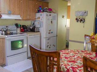 Photo 3: 2187 Stadacona Dr in COMOX: CV Comox (Town of) Manufactured Home for sale (Comox Valley)  : MLS®# 826925
