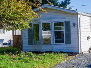 Photo 2: 2187 Stadacona Dr in COMOX: CV Comox (Town of) Manufactured Home for sale (Comox Valley)  : MLS®# 826925