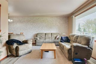 Photo 3: 716 HUNTS Crescent NW in Calgary: Huntington Hills Detached for sale : MLS®# C4299076